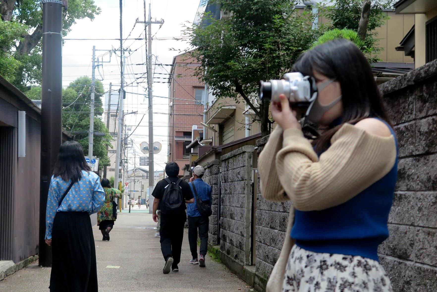 ローカルWEBメディア・地域サイト 草加ローカルストーリー 草加カメラ部 草加レポート 旧日光街道への道と女性