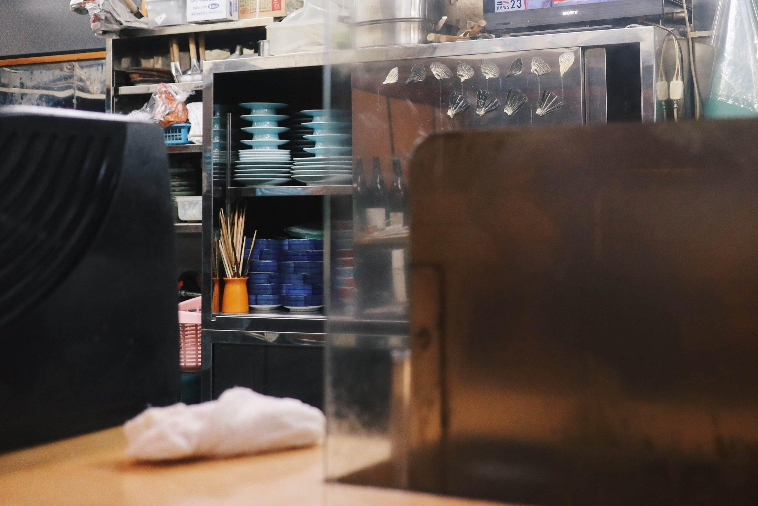 ローカルWEBメディア・地域サイト 草加ローカルストーリー 草加 居酒屋 三芳 食器棚
